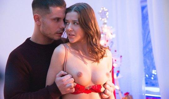 Парочка молодых любовников всю новогоднюю ночь занимается сексом