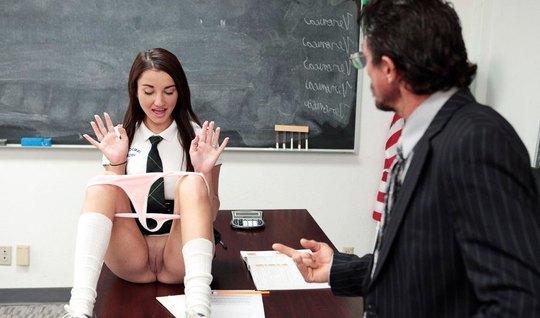 Глуповатая студентка получила под хвост от преподавателя