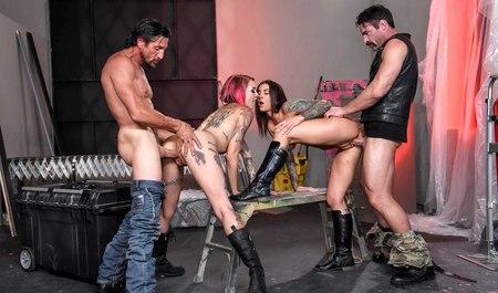 Лесбиянки байкеры сношают в групповухе с товарищами по увлечению