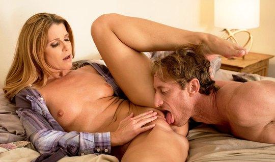 Милфа изменяет мужу с парнем в лучших традициях адюльтера