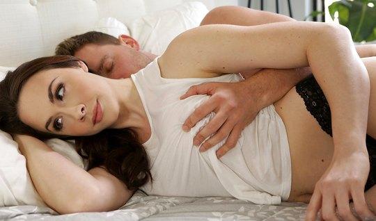 Муж разбудил любимую жену и нежно трахнул с утра