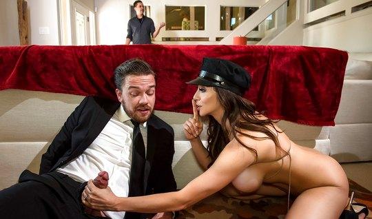 Развратная дама изменяет своему лопуху с брутальным мужиком