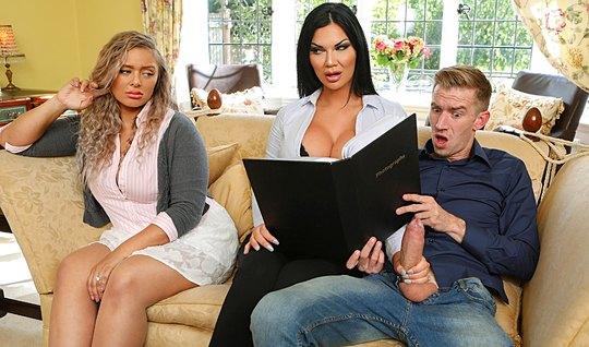 Мамка изменила мужу с возлюбленным своей подруги у нее на глазах перед вебкой