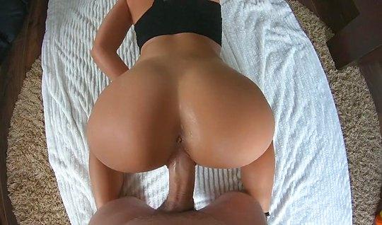 Парень с девушкой на видео камеру снимают домашнее порно в позе раком