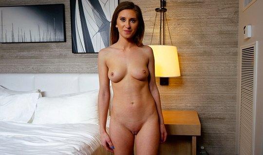Девушка пришла на порно кастинг и показала свои умения в постели