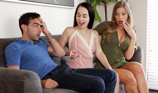 Молодая парочка занимается сексом втроем с грудастой женщиной