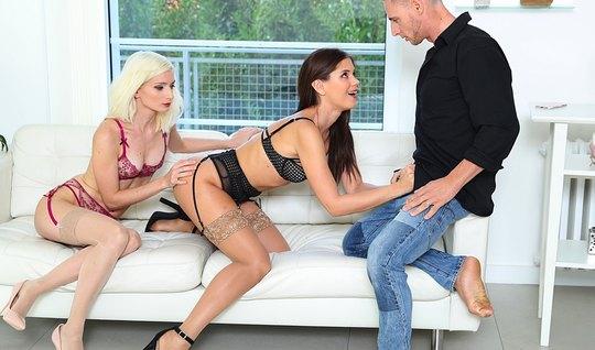 Две красотки в чулках подарили парню секс втроем на белом диване