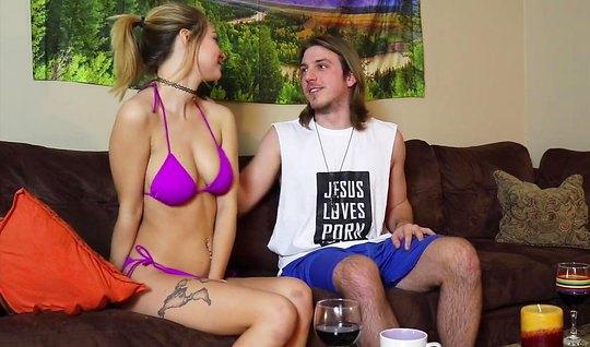 Молодая парочка на видео камеру снимает свое домашнее порно