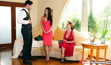 Подружка хозяйки дома мастурбирует дилдо во время секса приятельницы с мужем