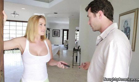Крисси Линн сделала мужику массаж и показала мастер-класс по сексу