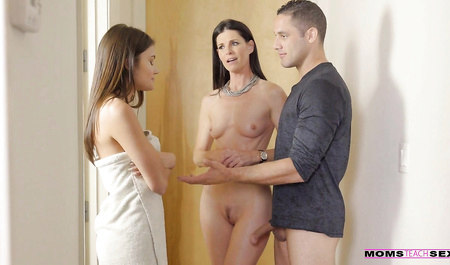 Парень по случаю трахает двух подружек толстым концом