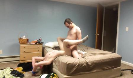 Очкастый паренек порет беспомощную связанную супругу