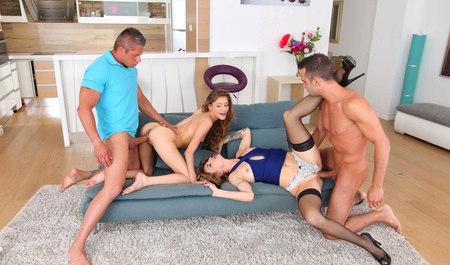 Два мужика забавляются групповушкой с симпатичными подружками