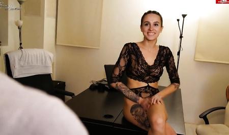 Шеф долбит сладкую щелку секретарши Eva Lopezzz после работы